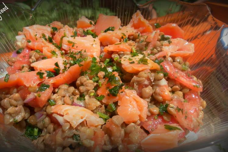 Salade aux lentilles et saumon fumé
