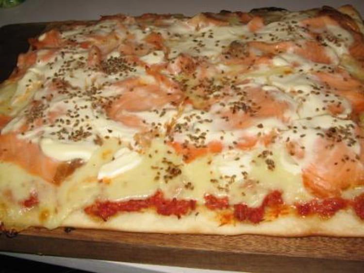 pizza au saumon surimi et pommes de terre. Black Bedroom Furniture Sets. Home Design Ideas