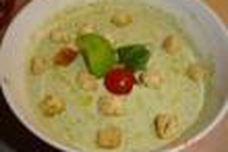 Soupe de laitue au Parmesan et basilic
