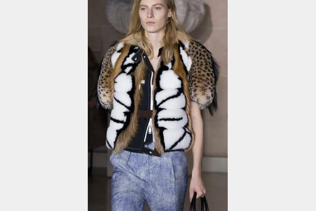 Louis Vuitton (Close Up) - photo 12