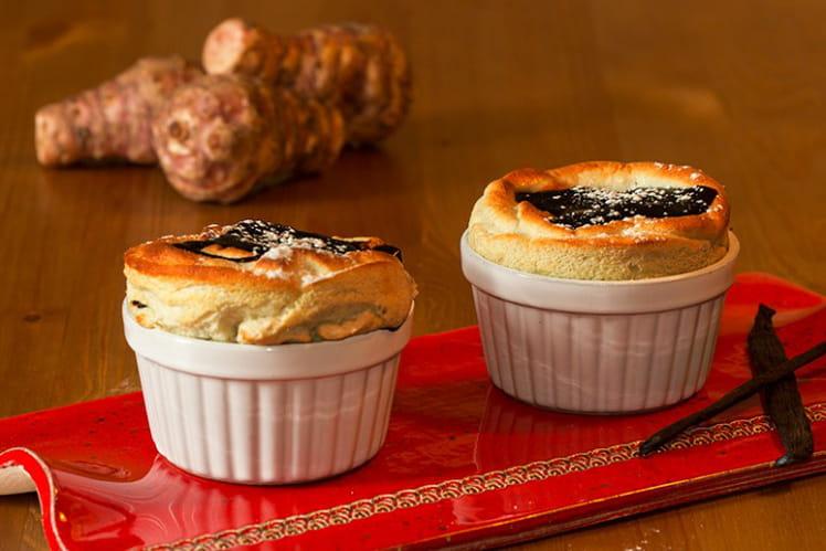 Soufflés de topinambours à la vanille et au chocolat chaud
