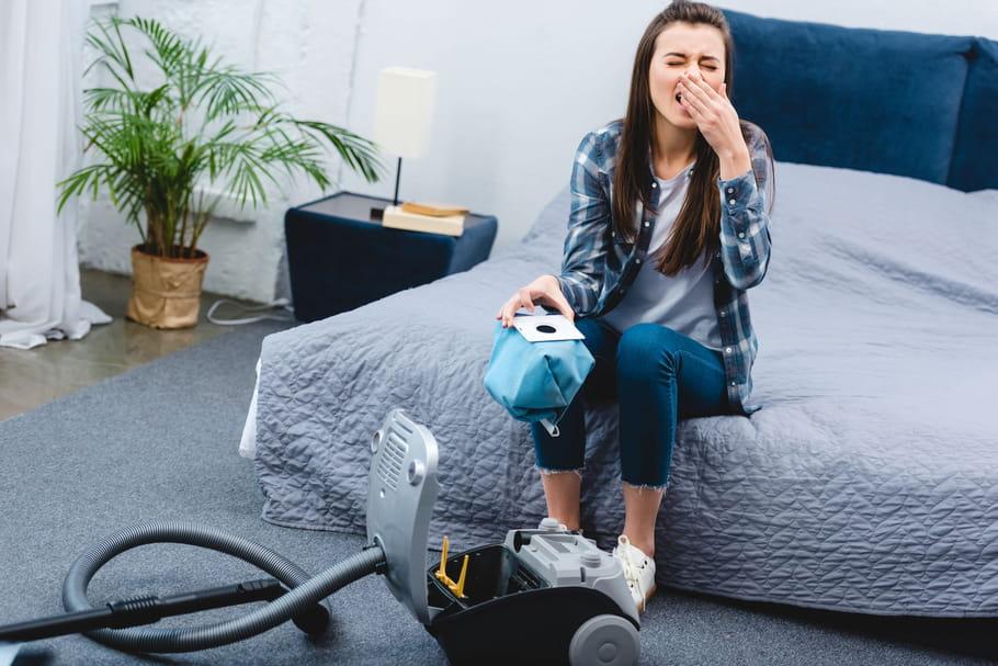 Allergie à la poussière: quels symptômes, que faire?