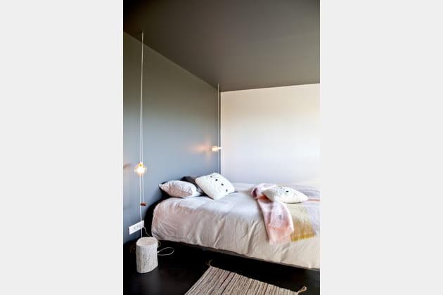 chambre au sol noir. Black Bedroom Furniture Sets. Home Design Ideas