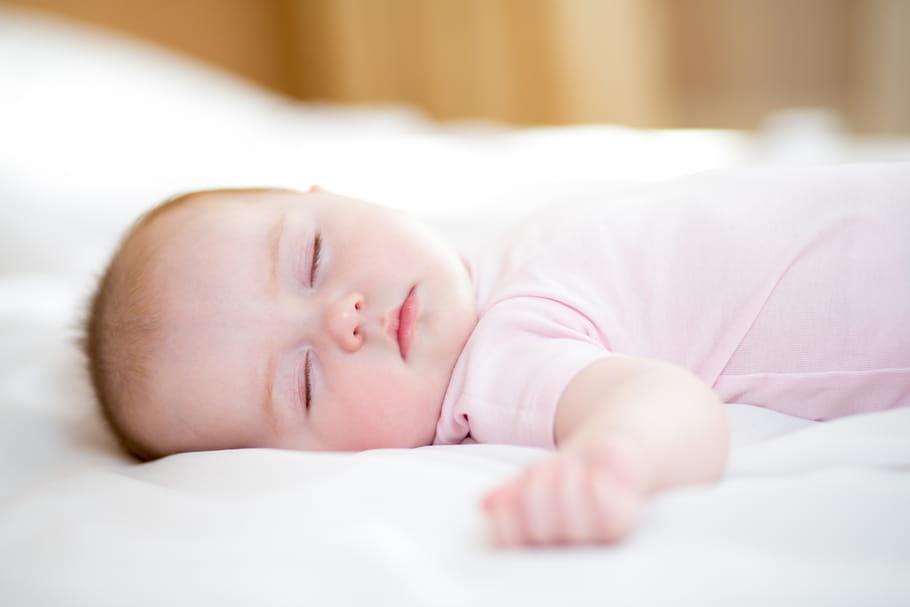 Comment habiller bébé la nuit en fonction de la température?