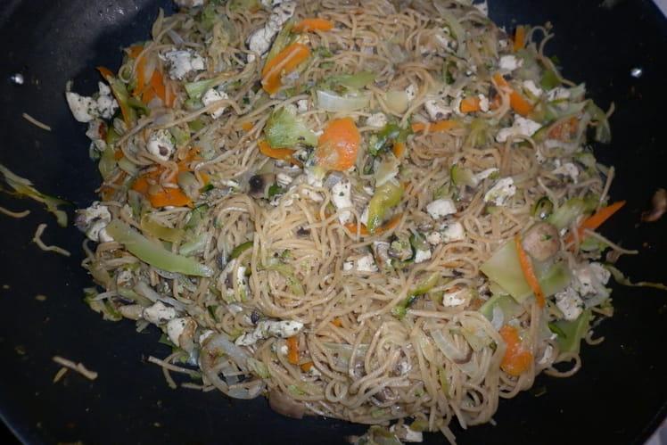 Nouilles asiatiques aux légumes et poulet ou porc