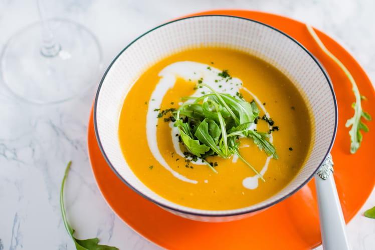 Soupe de carotte au curry, lait de coco et coriandre