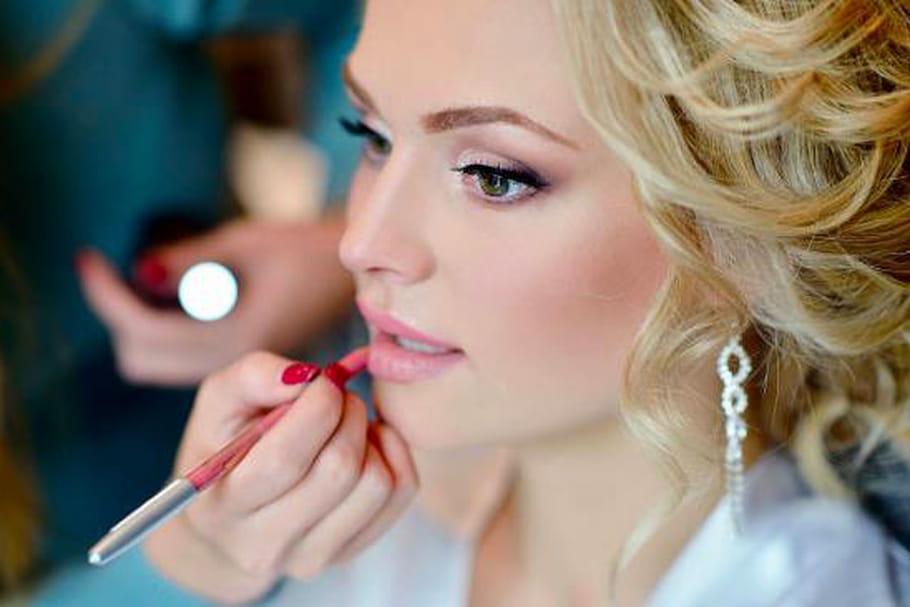 Les étapes pour un maquillage de soirée qui tiendra toute la nuit