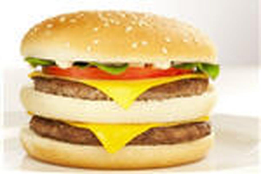 Un staphylocoque doré dans un hamburger