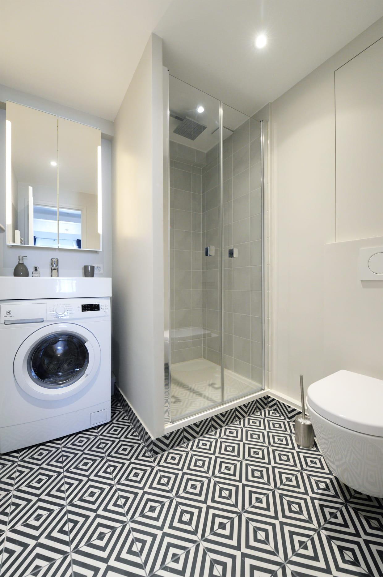 des wc au dessus d 39 un carrelage trompe l 39 il. Black Bedroom Furniture Sets. Home Design Ideas