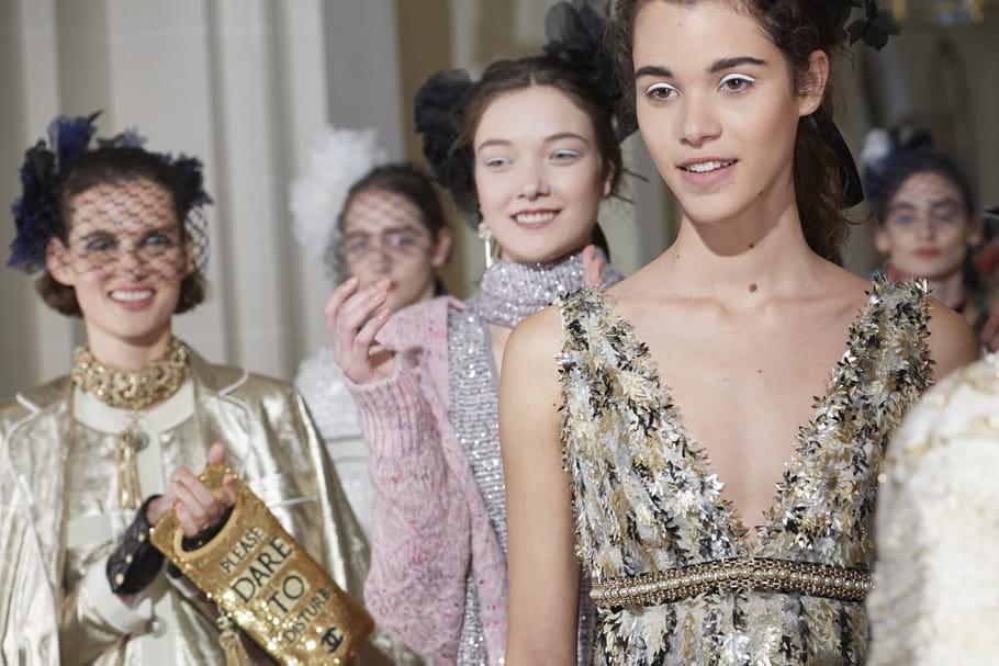 Chanel métiers d'art 2016-2017, le défilé Paris Cosmopolite au Ritz décrypté