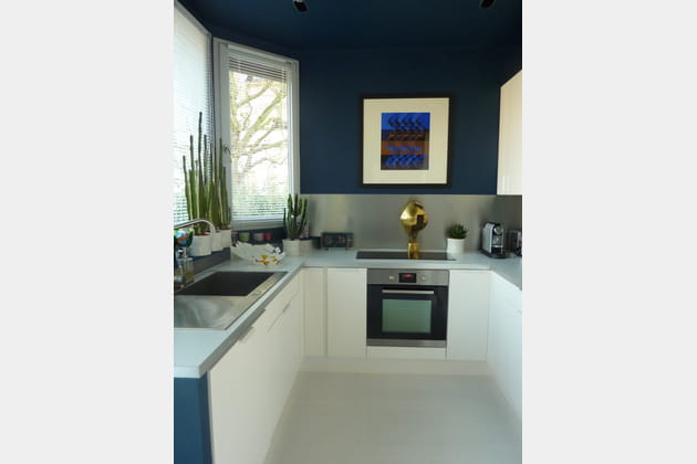 une cuisine ultra moderne. Black Bedroom Furniture Sets. Home Design Ideas