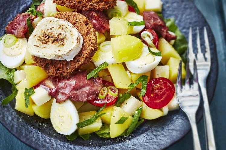 Salade de pommes de terre primeurs aux gésiers et fromages