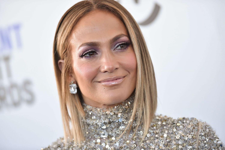 Jennifer Lopez craque pour la frange rideau