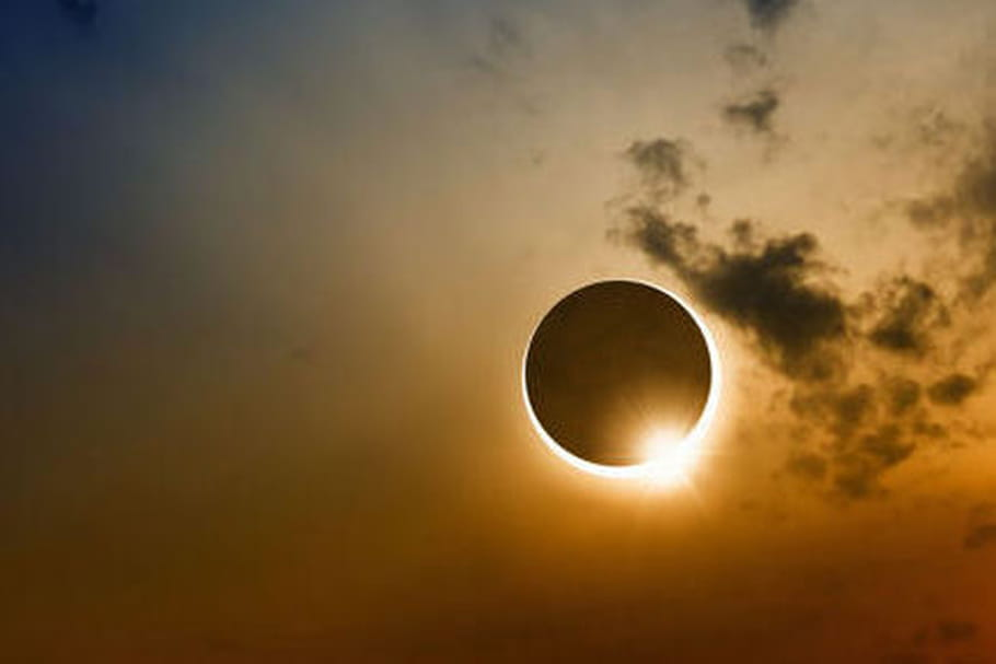 Eclipse solaire : attention les yeux