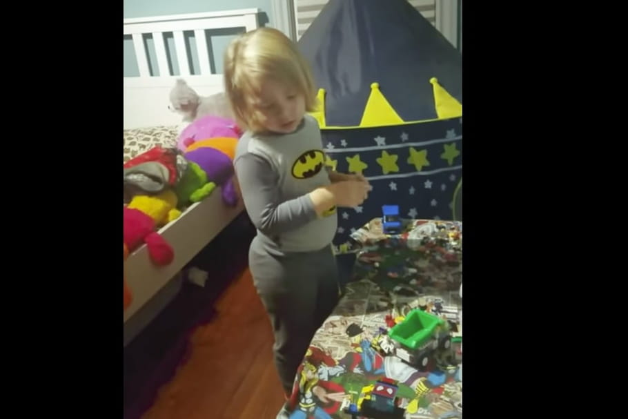 Buzz: elle filme son fils en train de jouer en pleine nuit
