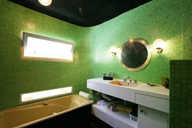 Une salle de bains cabine