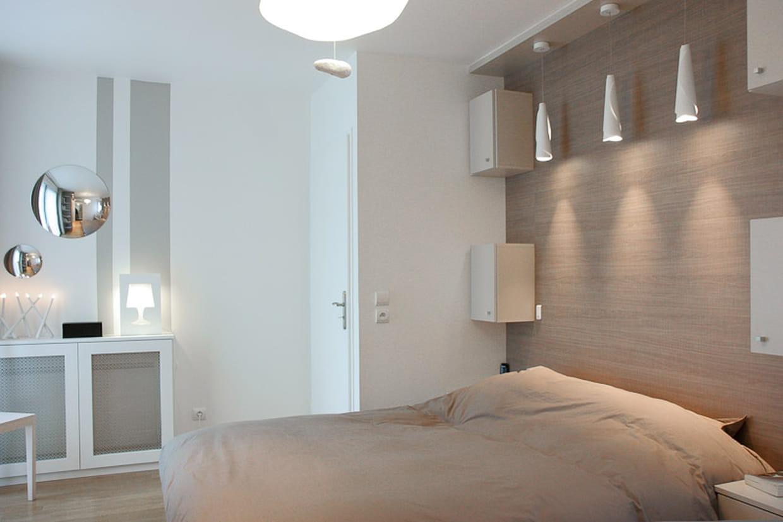 une chambre parentale aux tons naturels. Black Bedroom Furniture Sets. Home Design Ideas