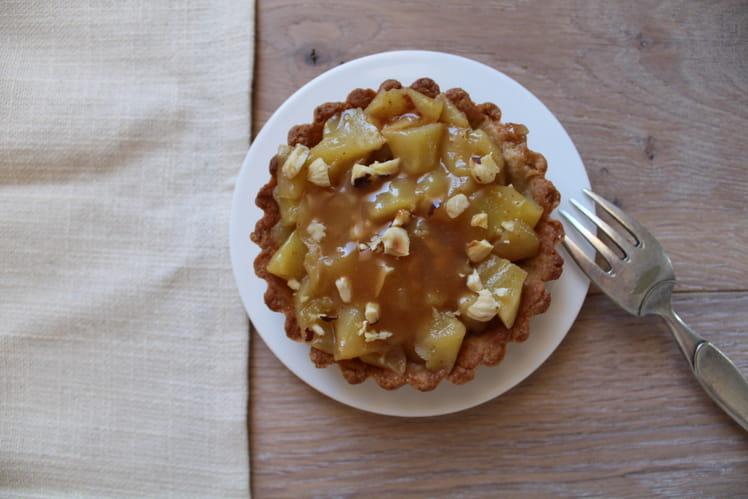 Tartelettes aux pommes, caramel et noisettes