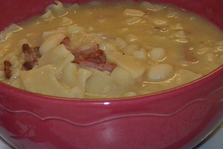 Soupe pâtes-haricots