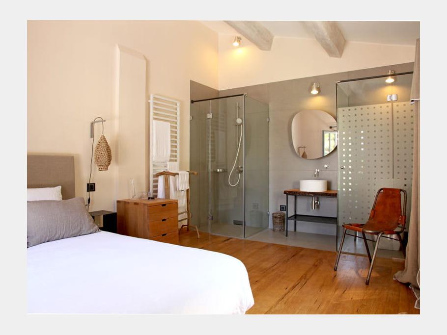 une salle de bain avec douche l 39 italienne comment faire une salle de bains ouverte sur la. Black Bedroom Furniture Sets. Home Design Ideas