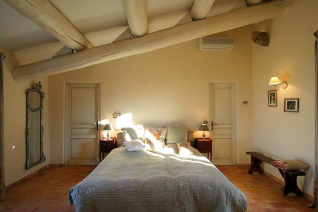 Une chambre rustique et élégante