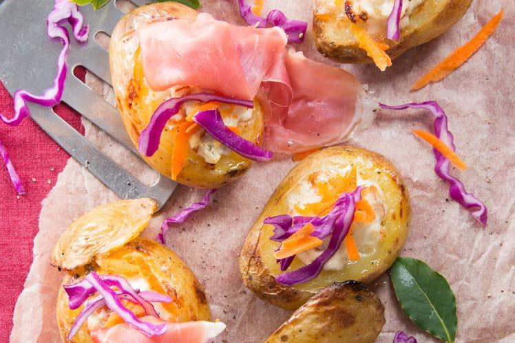 Pommes de terre au four farcies à la crème de fromage, Jambon de Parme et julienne de légume