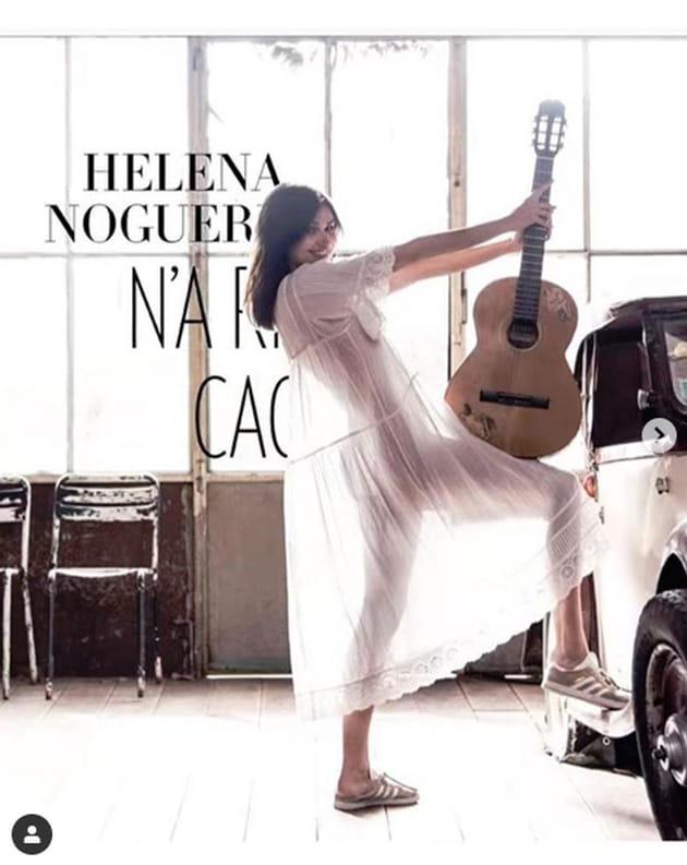"""Helena Noguerra totalement """"Nue"""" sous une robe transparente..."""