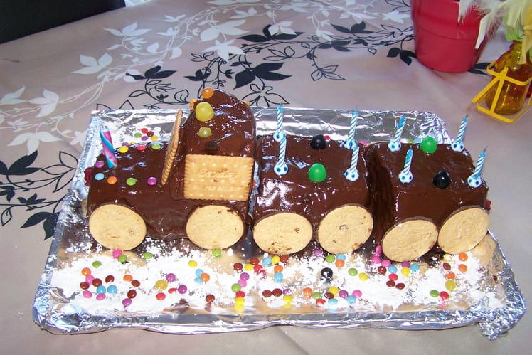 Train d'anniversaire au chocolat et pâte à tartiner