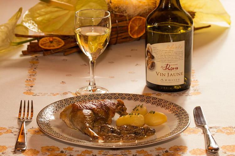 Poulet de Bresse au vin jaune du Jura et aux morilles