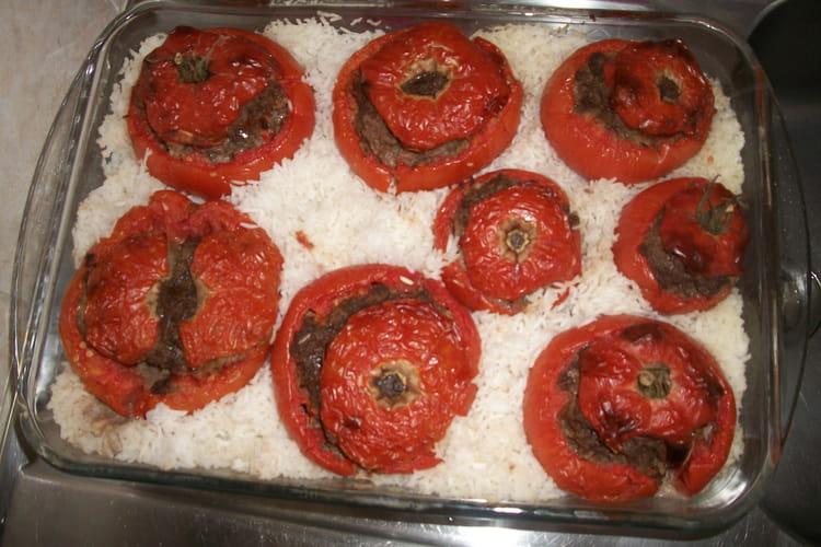 Tomates farcies au bœuf et riz