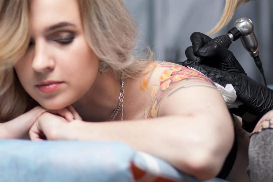 Comment préparer sa peau à un tatouage et l'entretenir ensuite?