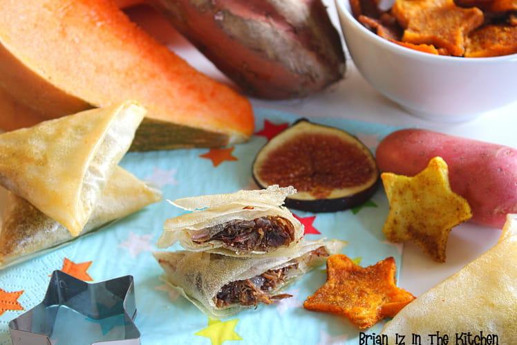 Samoussa canard confit et chutney de figues et chips en étoiles pommes de terre, patate douce et potiron