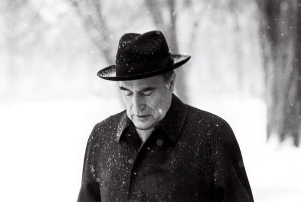 Francois Mitterrand, promenade sous la neige, Jardin de l'Elysée, 12décembre 1981