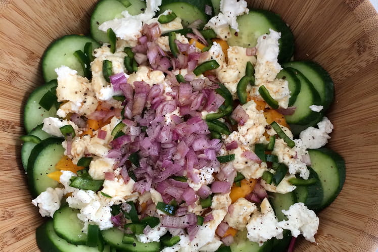 Salade de mangue, magret de canard et chèvre frais