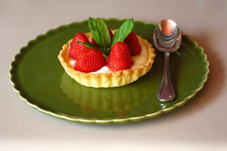 Tartelettes aux fraises à la crème et confiture