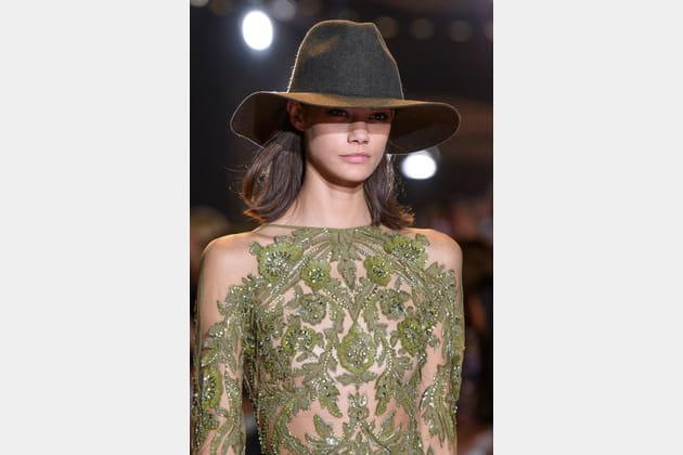Le chapeau Fedora du défilé Zuhair Murad