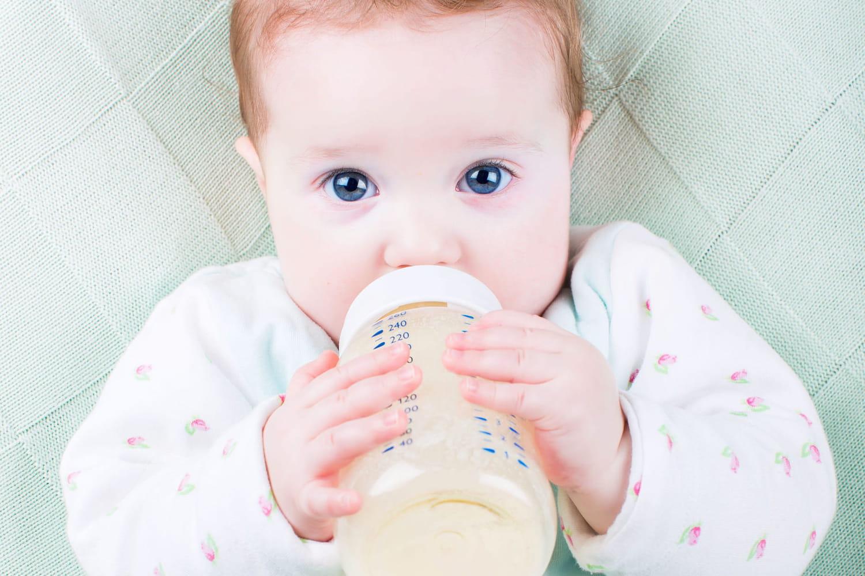 Allergie au lait de vache du bébé: symptômes, diagnostic, que faire?