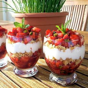 tartare de fraises, pistaches et sablés