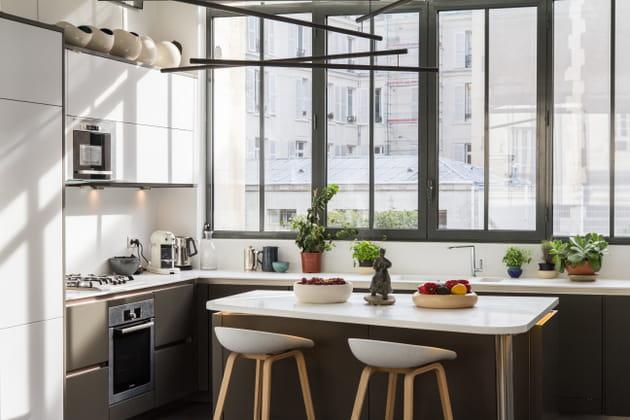 Une cuisine en L à l\'esprit industriel