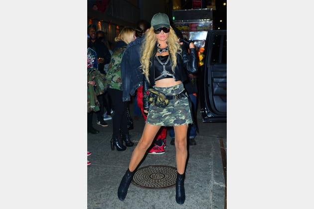 FLOP: Paris Hilton en look militaire