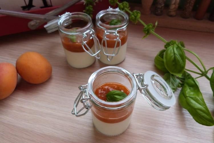 Panna cotta à l'abricot et au basilic