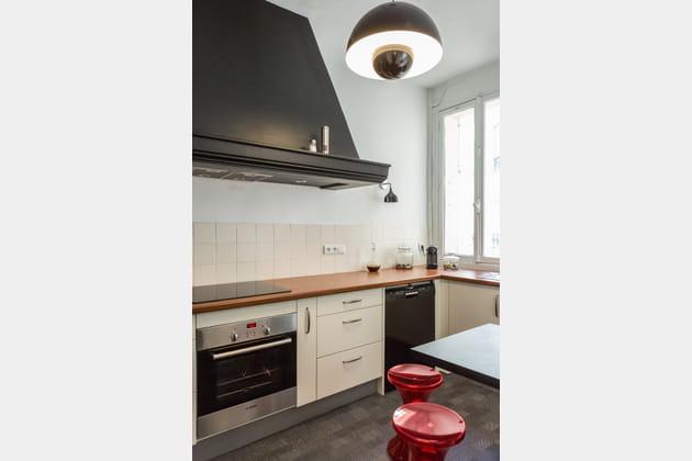 Une cuisine noire neutre
