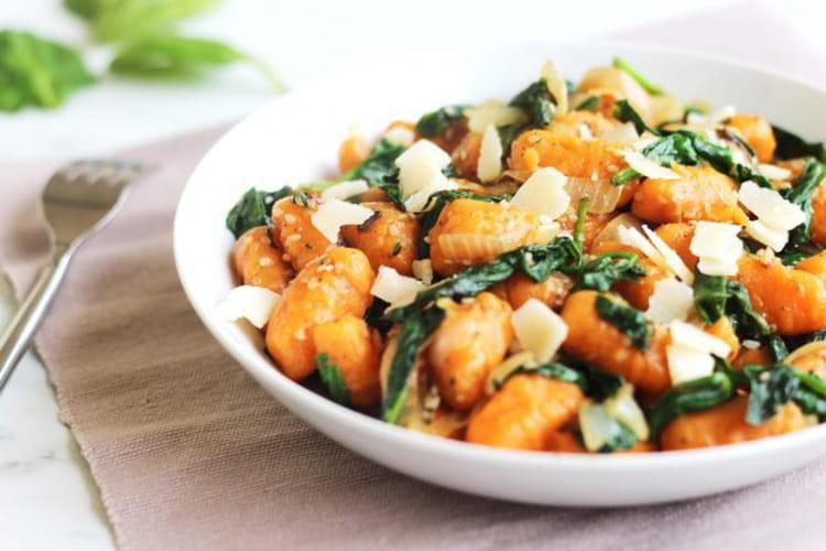 Gnocchi à la patate douce, épinards, sésame et parmesan