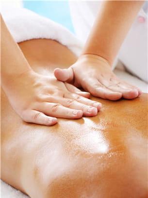 un peu d'huile essentielle d'épinette en massage pour dissiper le stress.