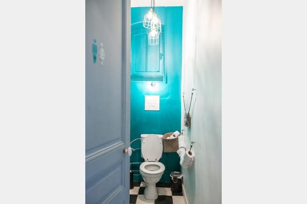 Des toilettes turquoise