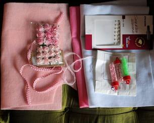 matériel nécessaire à laconfectiond'une part de gâteau en feutrine