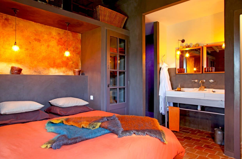 une t te de lit peinte en gris. Black Bedroom Furniture Sets. Home Design Ideas