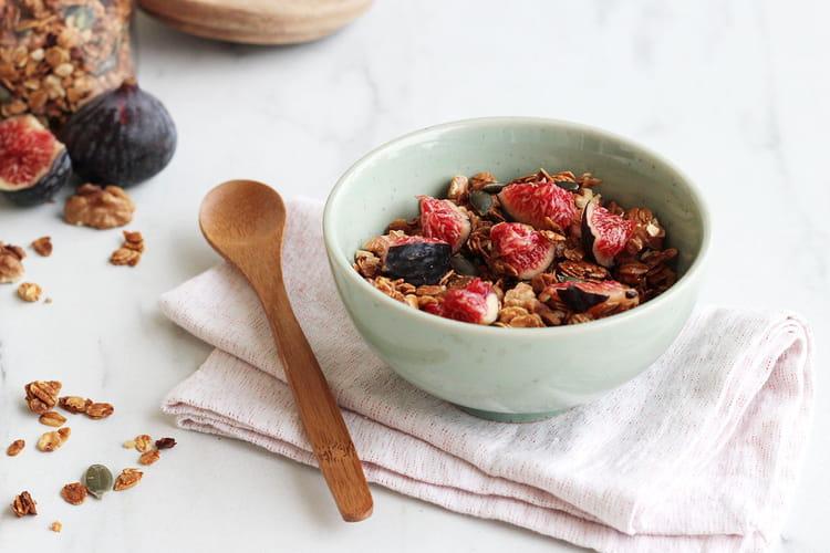 Granola aux figues, noix et graines de courge