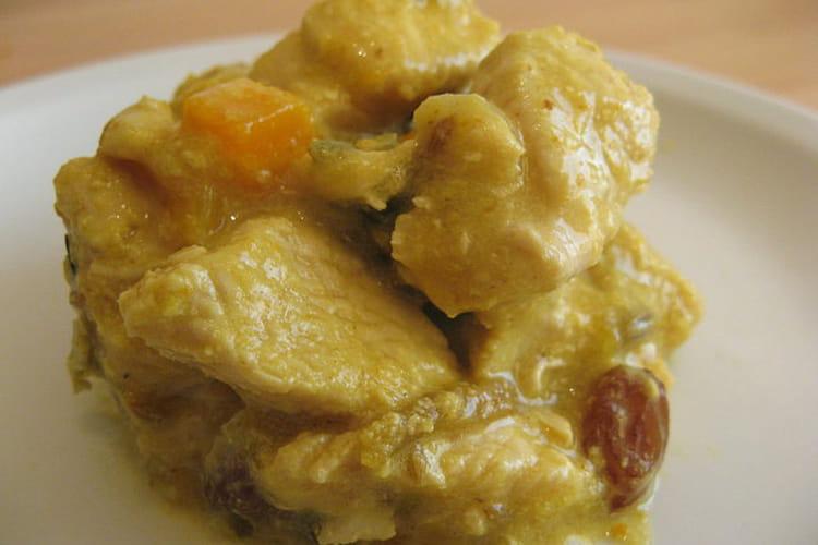 Escalopes de dinde au curry, raisins secs et pêche