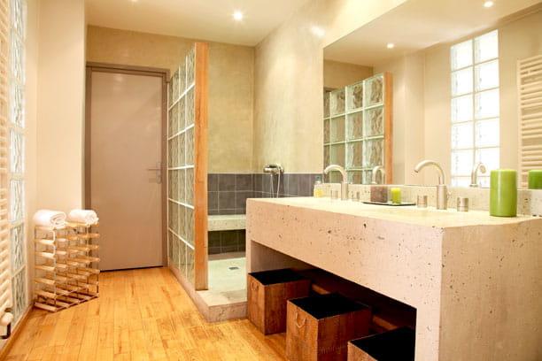 carreaux de verre. Black Bedroom Furniture Sets. Home Design Ideas